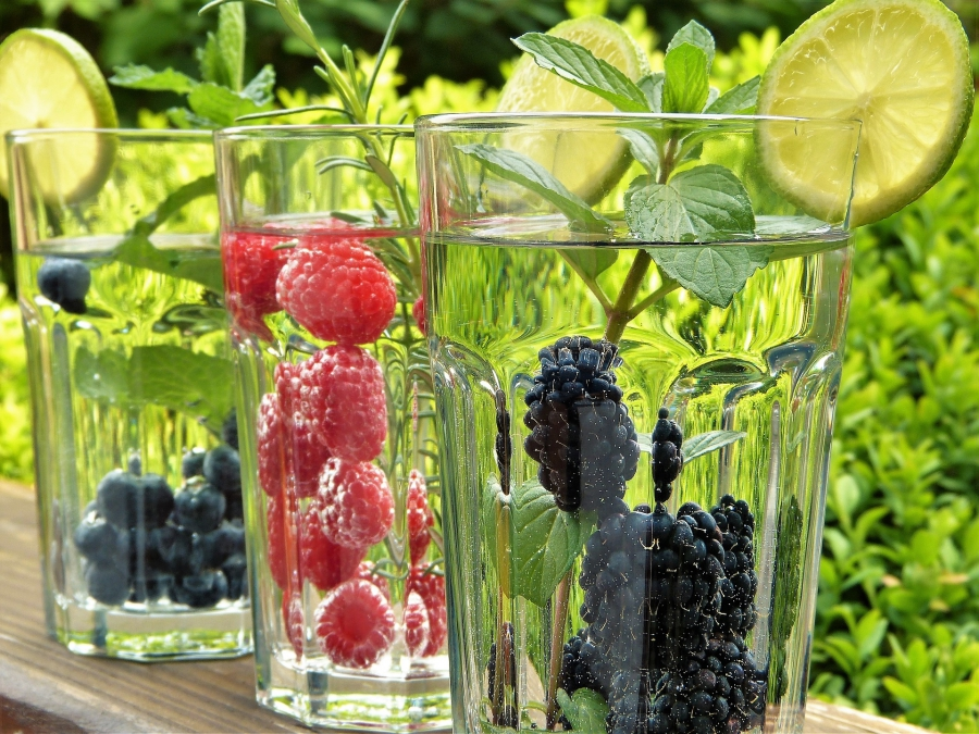 Drink Water and Eat Naturally - Beginner at the Gym?  Best Tips to Start Training!